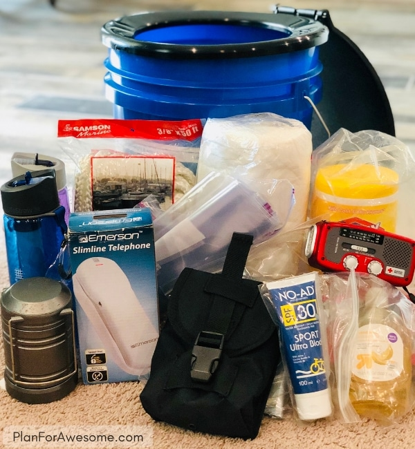 72-Hour Emergency Kits For Beginners -  A Step-by-Step Guide - PART 2 - This is such an awesome post for putting together 72-hour emergency kits for adults!  There's even a free printable checklist, expiration date tracker, and explanations of everything.