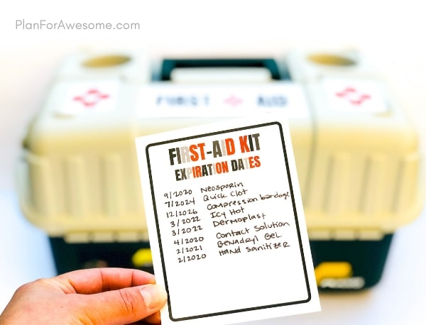 What an adorable free printable list of things to include in your family's first aid kit, as well as labels for your kit, an expiration date tracker, and a notes section! This is so helpful!  This girl explains why, includes helpful links, and compares different products. GREAT resource! #firstaidkit #beprepared